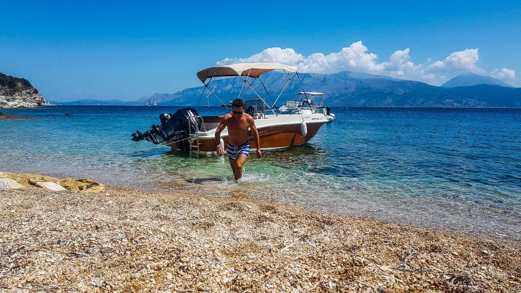 Cu barca în Lefkada
